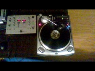 Продаю! DJ-проигрыватель для виниловых дисков NUMARK TT-200